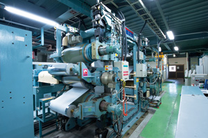 設備仕様 処理速度 :100~700m/min 線圧:10~700kN/m ヒートロール温度:40~280℃